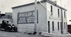 Historický reklamní poutač značky Philips