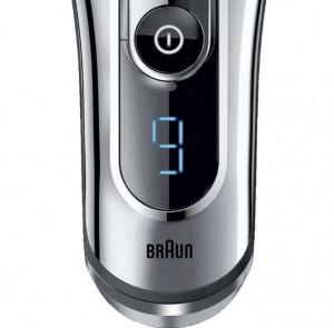 Náhlého vybití baterie se bát nemusíte, Braun Series 9 indikuje posledních 9 minut.