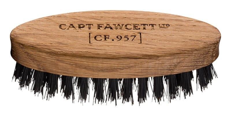 Dřevěný kartáč na vousy