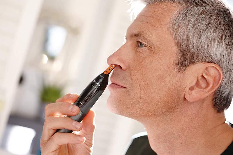 Zastřižení chloupků v nose