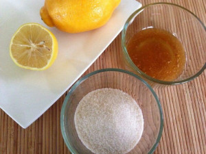 Suroviny pro výrobu cukrové pasty: voda, cukr, citronová šťáva.