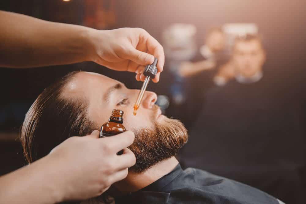 Olej na vousy: který zvolit, proč a jak jej používat?